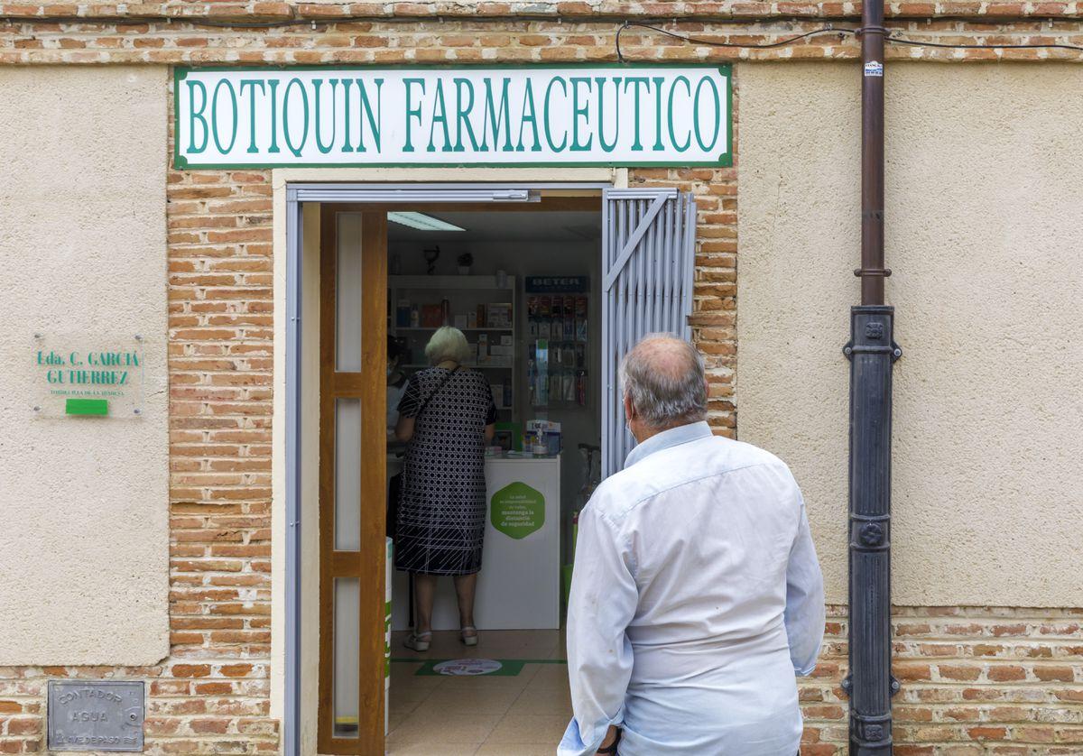 Las ciudades de Castilla y León no quieren perder al médico del pueblo  España