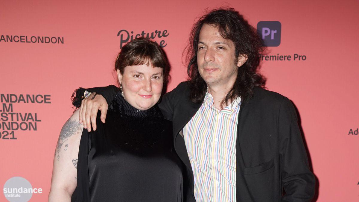 Lena Dunham se casa en secreto con el músico peruano Luis Felber  Gente