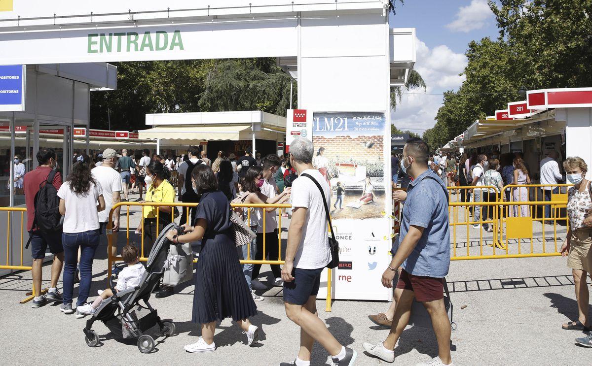 Los pequeños sellos fueron dañados por el diseño de la Feria del Libro de Madrid  Cultura