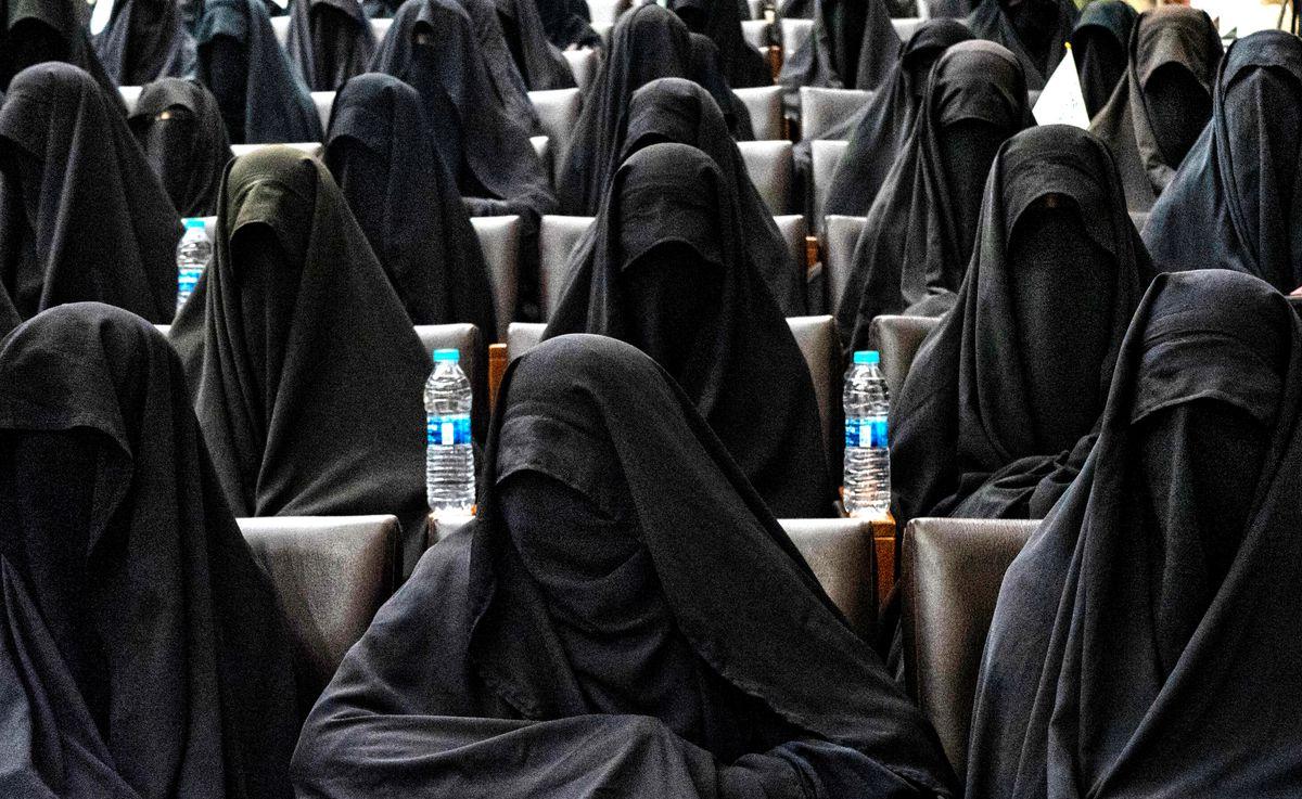 Los talibanes quieren que las mujeres afganas encubran y apoyen su dictadura  Internacional
