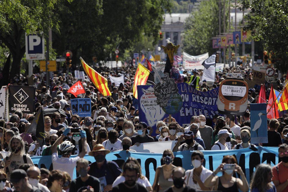 Miles se manifiestan en Barcelona para paralizar permanentemente la ampliación del aeropuerto    Cataluña