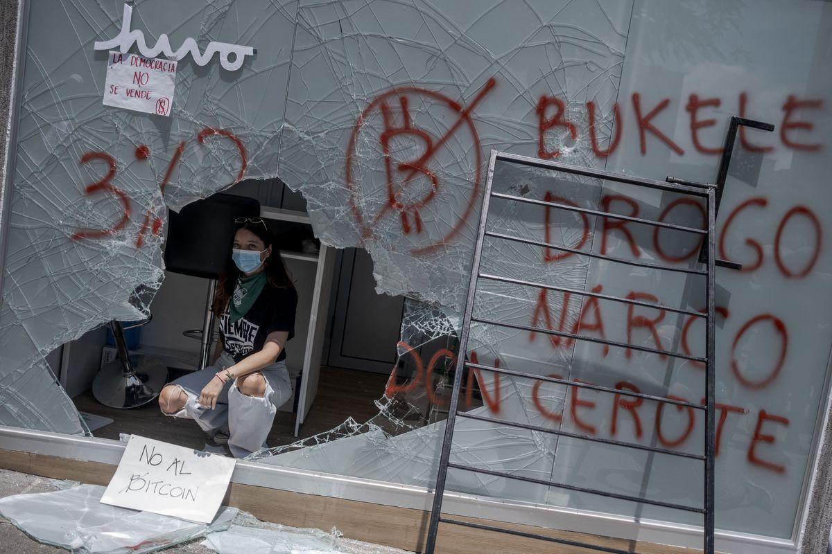 Naibi Bukele: Naibi Bukele afronta su primera protesta masiva contra la deriva autoritaria en El Salvador |  Internacional