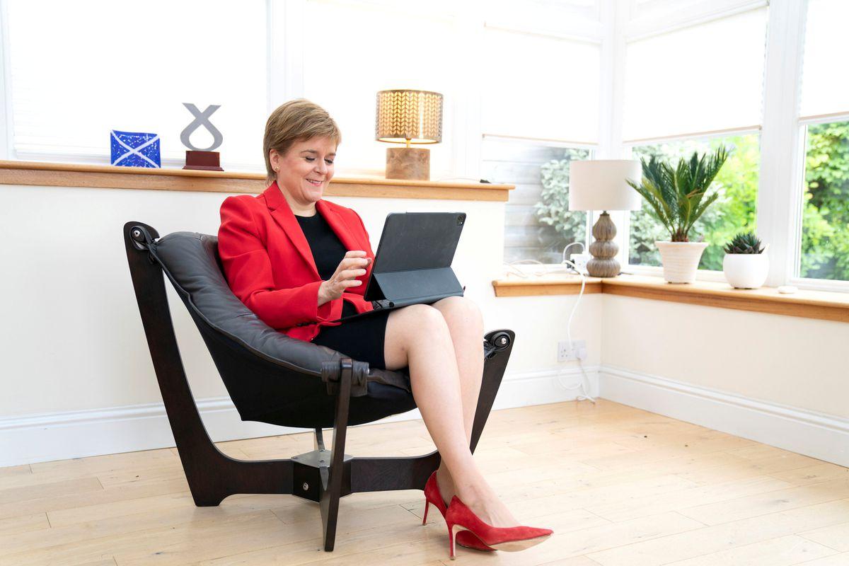 Nicholas Sturgeon promete un nuevo referéndum sobre la independencia en Escocia a finales de 2023  Internacional