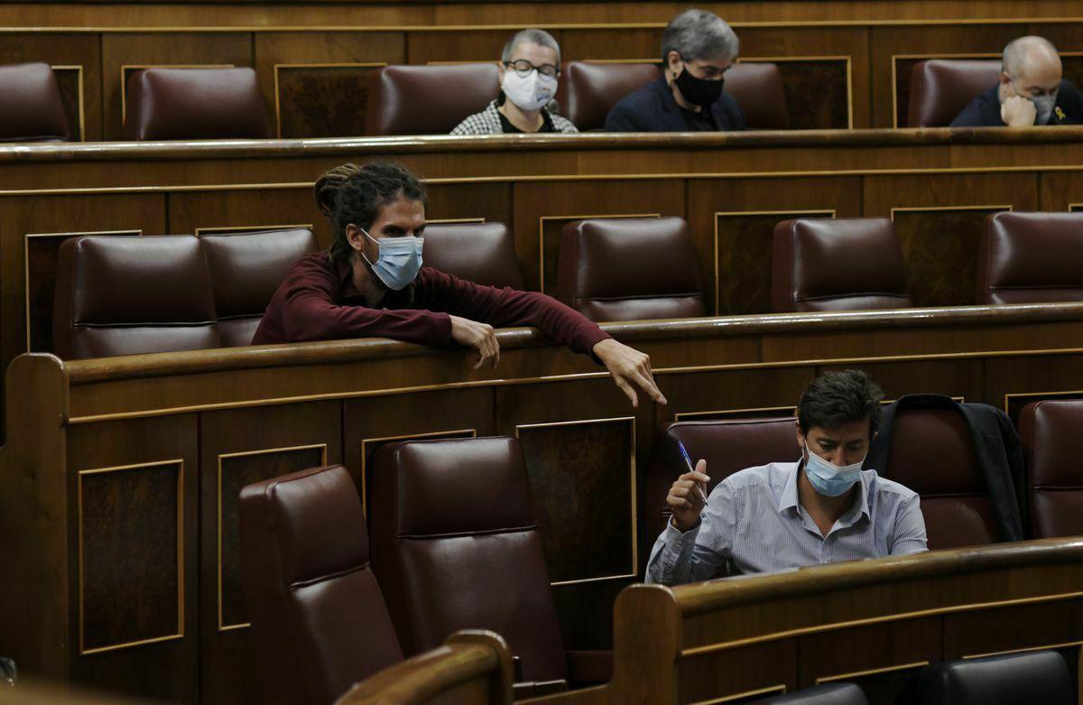 Podemos y otros grupos de izquierda duplican la presión sobre las rentas del PSOE  España