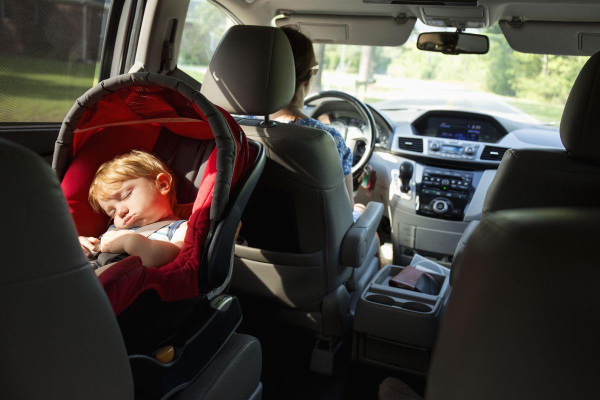 Por qué se recomienda que su hijo viaje en reversa durante el mayor tiempo posible  Mamás y papás