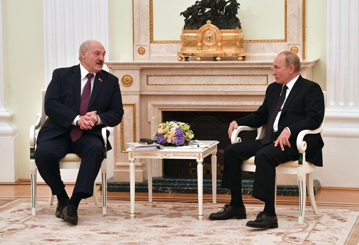 Rusia y Bielorrusia buscan impulsar los lazos económicos en medio del aislamiento internacional de Lukashenko |  Internacional