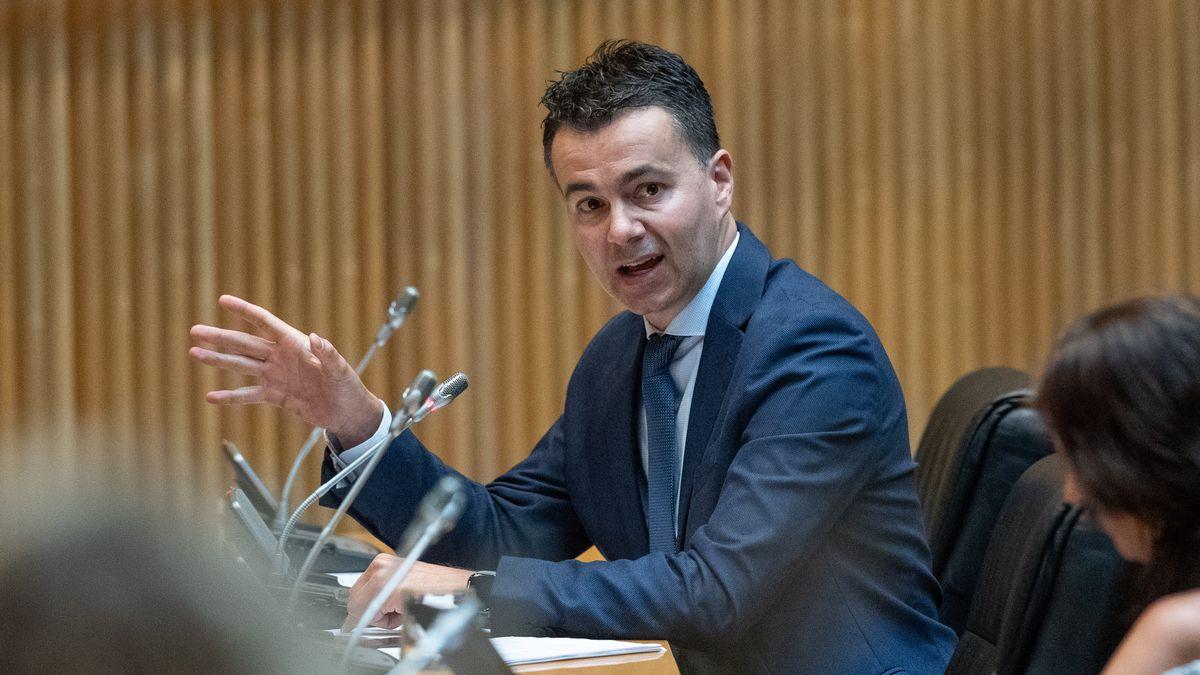 Sánchez elige al canario Héctor Gómez como nuevo portavoz del PSOE en el Congreso  España