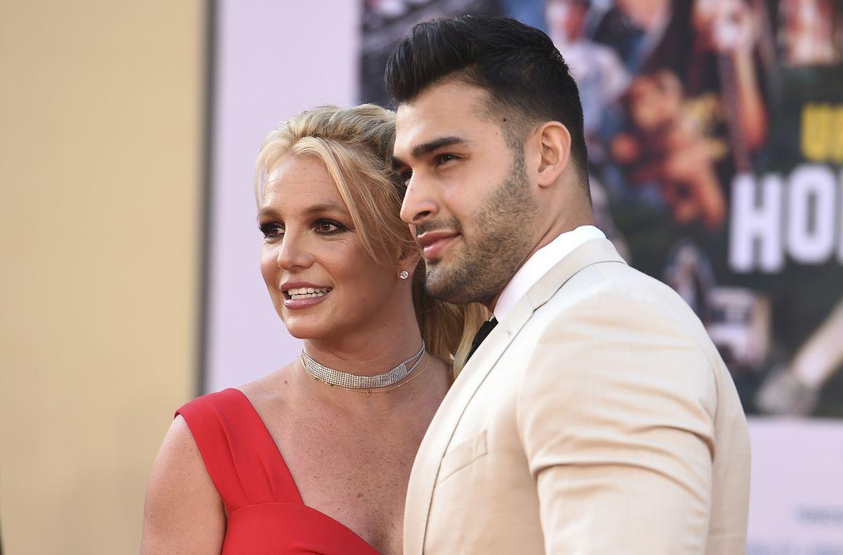 Tercera boda de Britney Spears: anunciando su compromiso con su novio Sam Asgari    Gente
