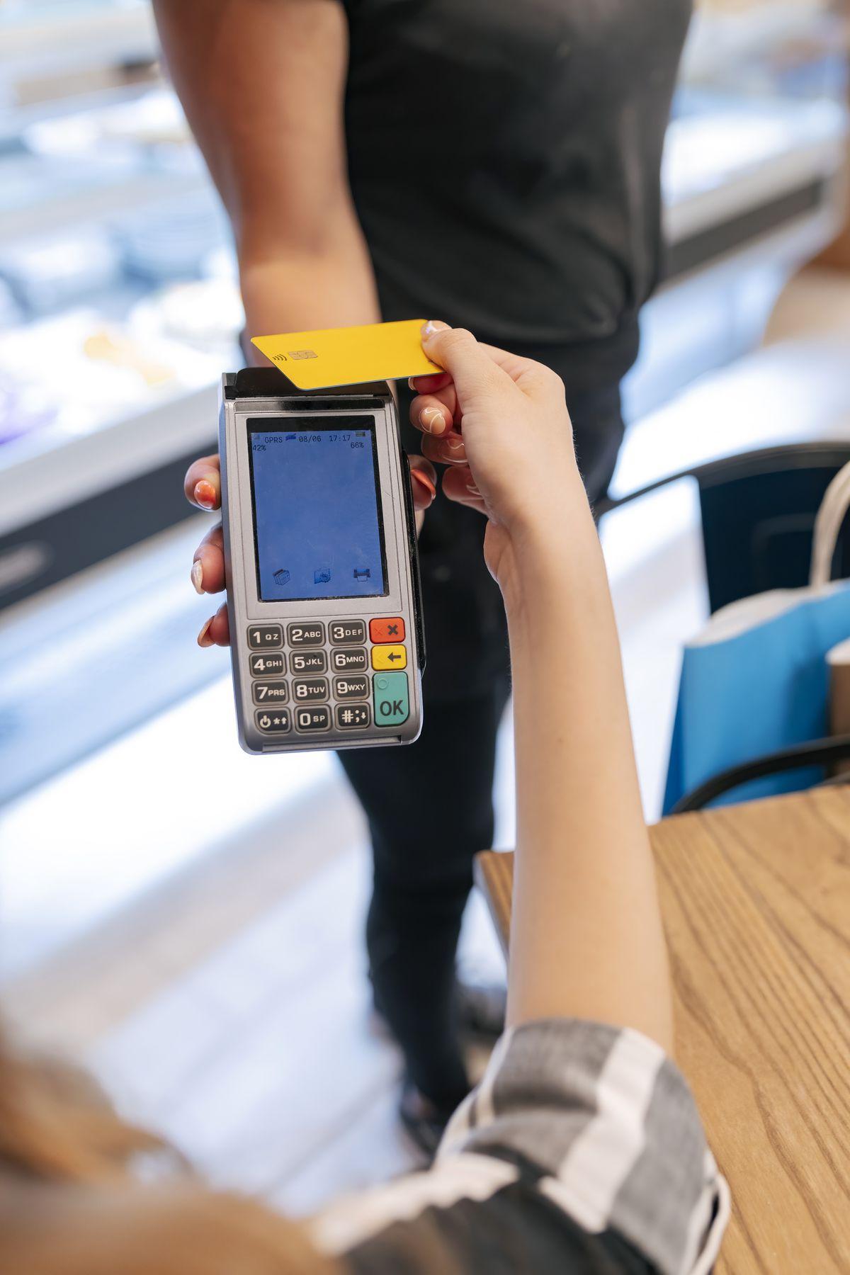 Tipos de tarjetas: consejos para un mejor uso de la tarjeta bancaria  Negocio