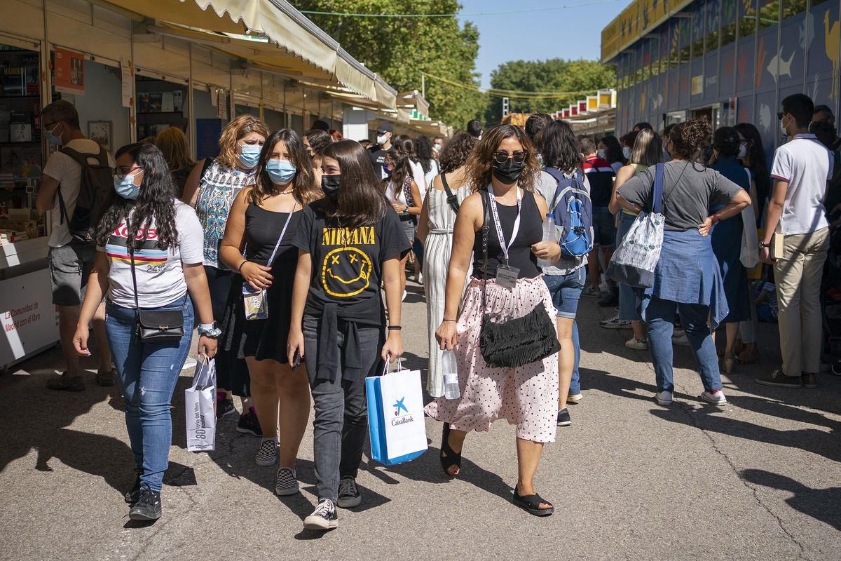 Treinta editoriales presentan una denuncia ante la Feria del Libro de Madrid por la ubicación de sus stands    Cultura