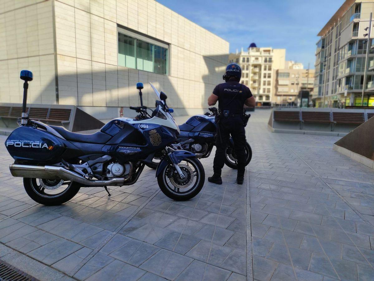 Un menor detenido por agresión a una pareja homosexual que iba de la mano en Elche |  Valencia