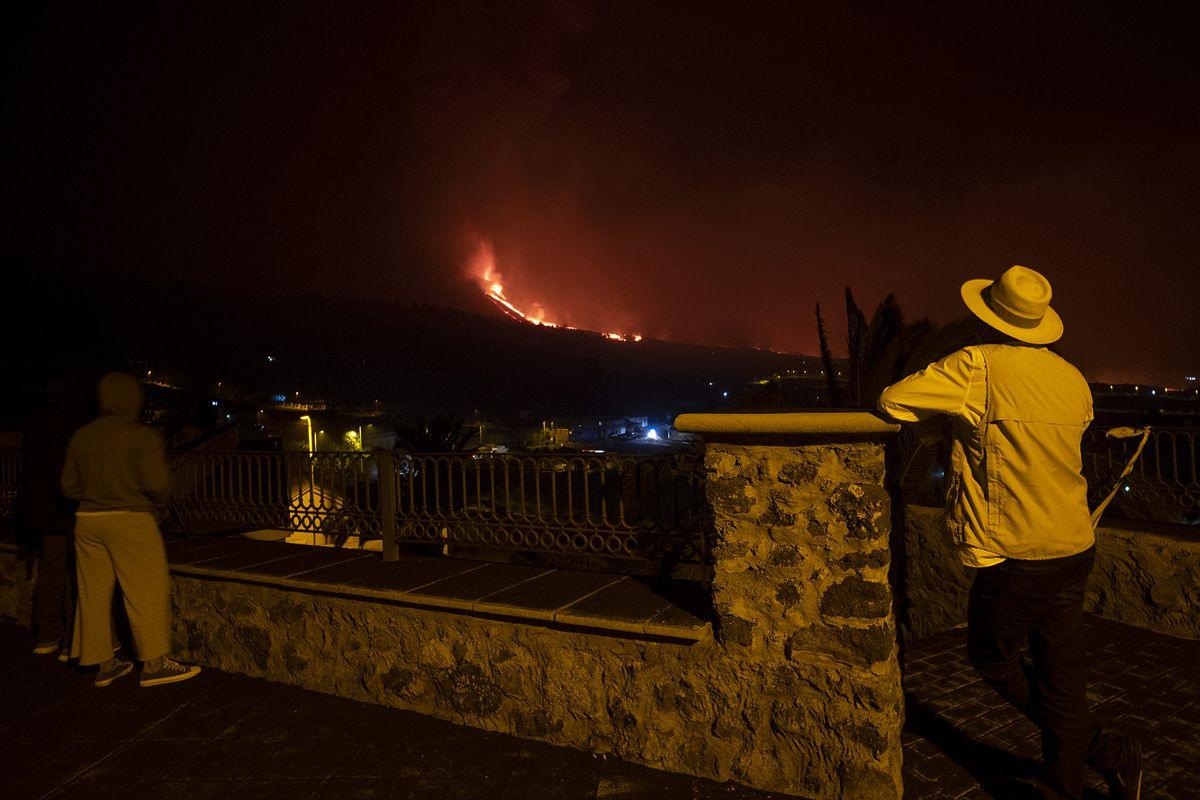 Cumbre Vieja: La erupción de La Palma crea un tercer estuario y dos nuevos flujos de lava líquida más    Comunidad