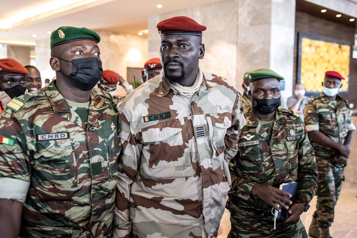 El coronel golpista Mamadi Dambouia juró como nuevo presidente de Guinea-Conakry |  Internacional