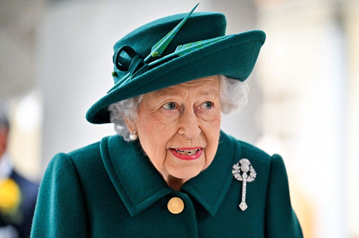 """Isabel II mostró su """"gran afecto"""" por Escocia con un broche de diamantes de su abuela.  Gente"""
