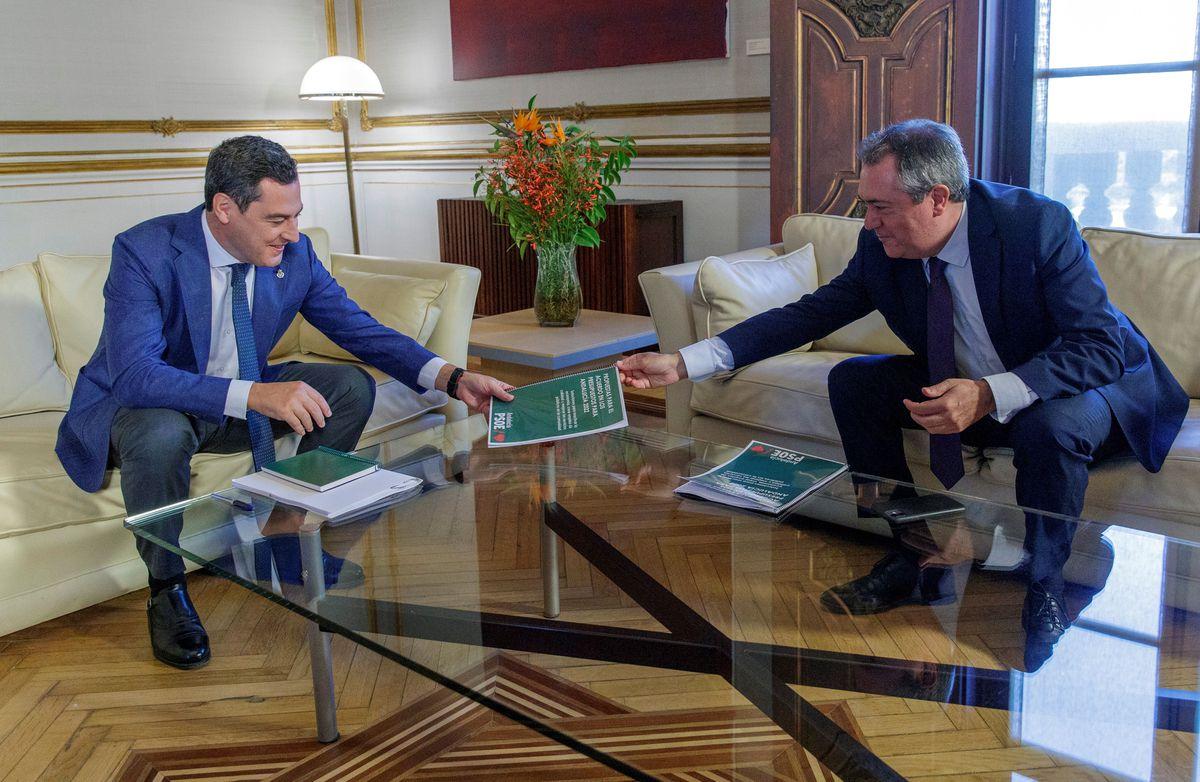 Moreno y Espadas ven un 'posible' acuerdo sobre los presupuestos de la Junta de Andalucía  España