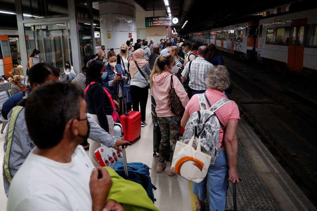 Rodalies: Nueva jornada de huelga en Renfe deja la oficina de Cercanías en Cataluña sin la mitad de los trenes    Ciencias económicas