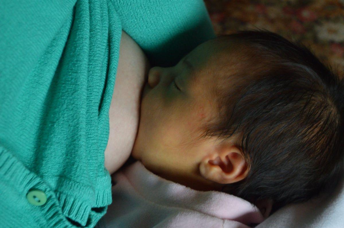 """""""Tenemos que centrarnos en la salud de las mujeres y prestar atención a la lactancia materna que quieren las madres""""    Expertos  Mamás y papás"""